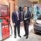 Verkündeten Partnerschaft und Marktstart für das neue Schnellladesystem E.ON Booster: E.ON-Vorstandsmitglied Karsten Wildberger (links) und Thomas Schmall, CEO Volkswagen Group Components.