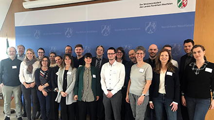 Gemeinsam mit Vertretern von IT.NRW, dem Land Nordrhein-Westfalen, dem KDN und init beteiligt sich die ITK Rheinland an der Digitalisierung der Ehrenamtskarte.