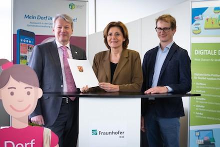 Förderbescheid vom rheinland-pfälzischen Innenministerium: Das Fraunhofer IESE forscht weiterhin mit den Digitalen Dörfern.