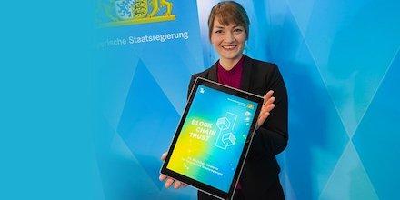 Bayern: Digitalministerin Judith Gerlach stellt die Blockchain-Strategie des Freistaats vor.