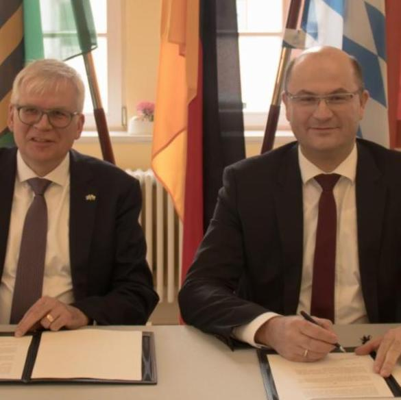 Sachsen und Bayern unterzeichnen Absichtserklärung für eine engere Kooperation im IT-Bereich.