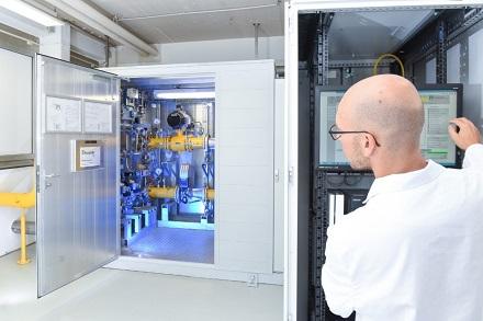 In einer Pilotanlage erprobt das Fraunhofer ISE bereits seit zwei Jahren die Wasserstoffeinspeisung in das Erdgasverteilnetz.