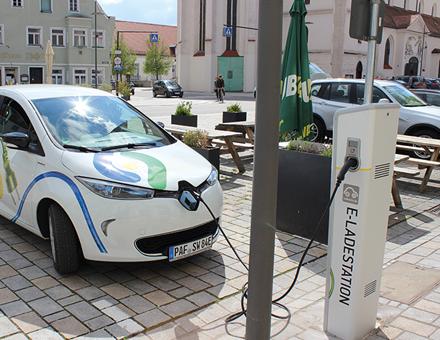 Die Carsharing-Flotte der Stadtwerke bietet auch E-Autos und eine ständig wachsende Lade-Infrastruktur.