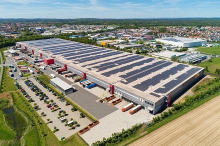 Hessens größte PV-Dachanlage entsteht in Dieburg.