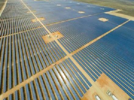 Mit dem Bau zahlreicher solarer Großkraftwerke sichert sich juwi die Position als international führendes deutsches Unternehmen im Bereich Projektentwicklung.