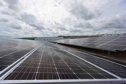Der Strom dieser PV-Anlage fließt künftig in einen großen Speicher.