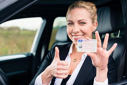 Bis 2033 müssen alle Autofahrer den EU-weit gültigen Führerschein im Scheckkartenformat besitzen.