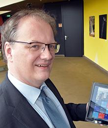Ennepe-Ruhr-Kreis: Landrat Olaf Schade freut sich über den neuen Kommunikationskanal der Verwaltung.