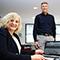 Georgsmarienhütte: Bürgermeisterin Dagmar Bahlo und IT-Leiter Stephan Witte drücken gemeinsam den Startknopf für das neue Bürgerportal OpenR@thaus.