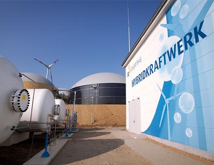 Eine der ersten Power-to-Gas-Anlagen in Deutschland wird in der Nähe der brandenburgischen Stadt Prenzlau von Enertrag betrieben.