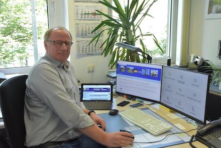 Lippstadt: Fachdienstleiter Andreas Flaßkamp freut sich über die steigenden Nutzerzahlen beim Serviceportal.