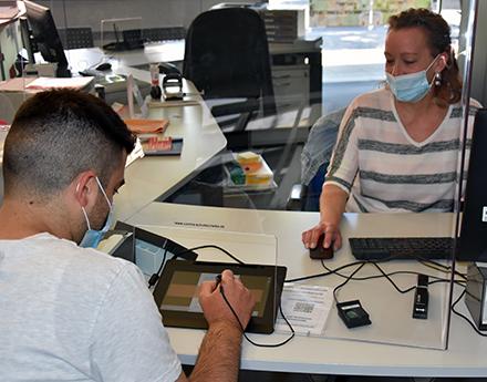 Über die neuen Signaturpads der Stadtverwaltung Hanau können Bürger eine digitale Unterschrift abgeben.