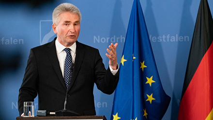 Wirtschaftsminister Andreas Pinkwart sprach sich unter anderem für die Förderung der Digitalisierung in Nordrhein-Westfalen durch den Bund aus.