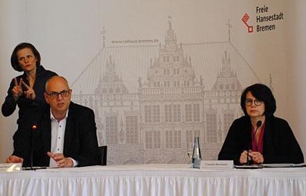 Senatorin Claudia Bernhard und der Bremer Bürgermeister Andreas Bovenschulte informieren über BREMIS.