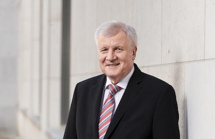Bundesinnenminister Horst Seehofer will die Digitalisierung schneller voranbringen.