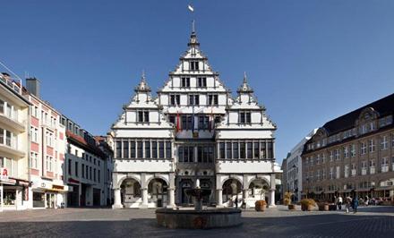 Paderborn: 580 Aktenmeter gehören zur Abteilung Steuern.