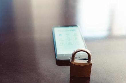 Ämter und Behörden, die teils strenger Geheimhaltung unterliegen, müssen ihre Sicherheitsvorkehrungen für mobile Endgeräte verschärfen.