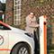 An allen Ladesäulen der Stadtwerke Goch tanken Fahrer ihr Elektroauto zu einem festgelegten Preis.