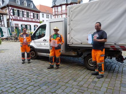Die Mitarbeiter des Bauhofs der Stadt Heppenheim freuen sich über den Titel Saubermacher-Stadt 2020.