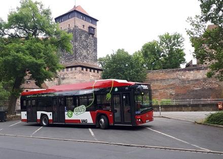 20 Busse können zukünftig zeitgleich in einem Bus-Depot in Nürnberg geladen werden.