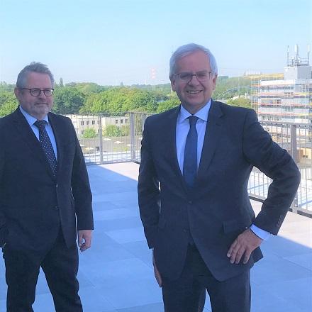 Geschäftsführer Ekkehard Boden (l.) und der technische Geschäftsführer der Stadtwerke Neuss blicken auf einen erfreulichen Geschäftsverlauf im Jahr 2019 zurück.