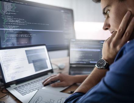 Neue Regelwerke stellen IT-Abteilungen oft vor zeitliche Herausforderungen.