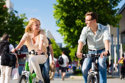 Radfahrern und Fußgängern Vorrecht zu gewähren und den Parkraum in der Innenstadt zu begrenzen macht das Autofahren unattraktiver.
