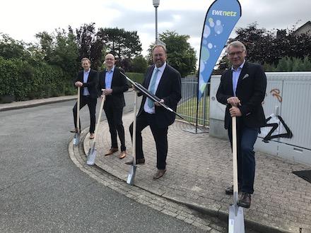 Der symbolische erste Spatenstich zum Glasfaserausbau fand Anfang Juli in Cuxhaven statt.