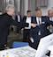 NRW: Wirtschaftsminister Andreas Pinkwart (l.) und Oberbürgermeister Frank Baranowski beim Besuch des digitalen Markts der Möglichkeiten im stadt.bau.raum Gelsenkirchen.
