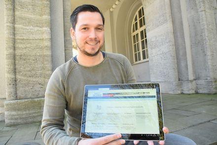 Tristan Richter, Digitalisierungsbeauftragter der Stadt Schwerte, präsentiert das E-Government-Serviceportal der Kommune.