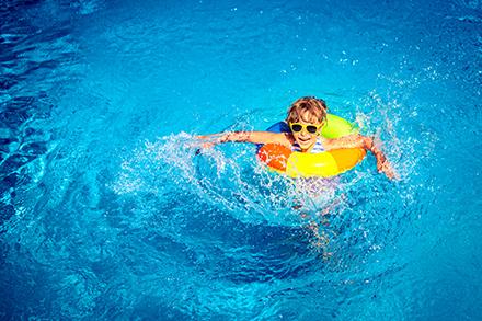 Personalisierter Online-Ticketverkauf ermöglicht es Schwimmbädern, ihre Corona-Auflagen zu erfüllen.