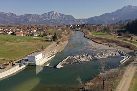 Im bayerischen Fluss Loisach ist das erste Schachtwasserkraftwerk in Betrieb gegangen.