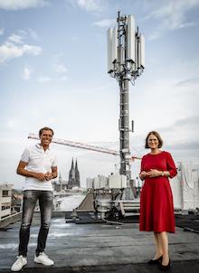 5G-Antenne über den Dächern von Köln.