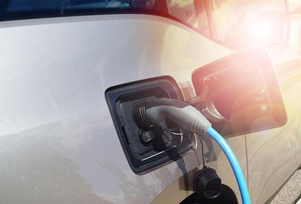 Die NEW setzt auf Elektromobilität und will unter anderem Lösungen für private Wallboxen und öffentliche E-Ladesäulen anbieten.