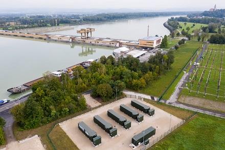 Der größte österreichische Batteriespeicher (im Vordergrund) wird aus Wasserkraft gespeist und dient vorrangig der Netzunterstützung.