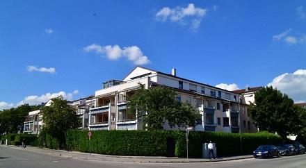 In diesem Augsburger Wohngebäude arbeitet in der Heizzentrale die eXergiemaschine.