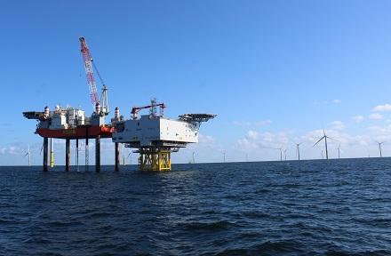 Die Offshore-Umlage wirkt sich 2021 leicht senkend auf den Strompreis aus.