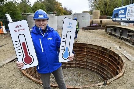 Helge-Uve Braun, Technischer SWM-Geschäftsführer, gibt den Startschuss für den Bau des Horizontalfilterbrunnens.