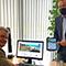 Landrat Günter Rosenke (l.) und Projektleiter Andreas Winkler zeigen sich überzeugt vom neuen digitalen Angebot der Kreisverwaltung Euskirchen.