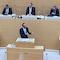 Bayerns Umweltminister Thorsten Glauber wirbt im Landtag für das Klimaschutzgesetz.