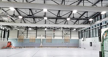 Intelligente Lichtsteuerung sorgt in der Drei-Felder-Sporthalle in Bad Homburg für eine bedarfsgerechte und energieeffiziente Hallenbeleuchtung.