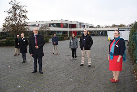 Unter der Leitung von Birgit Röhrs werden sich Jonathan Fehring, Steven Günther, Claudiu Musik und Jan Wagner um die IT-Anfragen der 26 Hanauer Schulen kümmern.