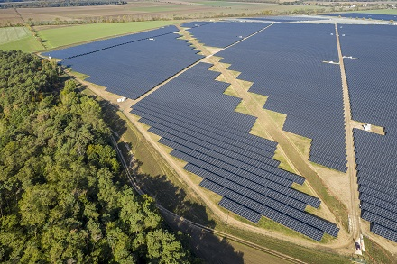 Die ersten Kilowattstunden fließen vom Solarpark Weesow-Willmersdorf ins Stromnetz.