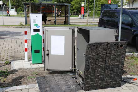 Der Unterflurverteiler EK 880 von Langmatz sorgt für die Stromversorgung einer E-Ladesäule.