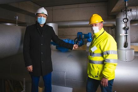 Vorstand und Geschäftsführer der DREWAG, Frank Brinkmann (links) und Netzmeister DREWAG NETZ Jens Wünsch, bei der Inbetriebnahme des Dükers.