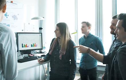 Das Projekt-Team der Stadtwerke München bei der täglichen Einsatzplanung im Rahmen des Projekts Intelligente Wärme München (IWM).