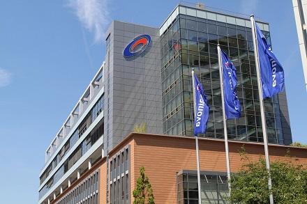 Mainova klagt mit zehn anderen Energieversorgern erneut gegen die Fusion von E.ON und RWE.