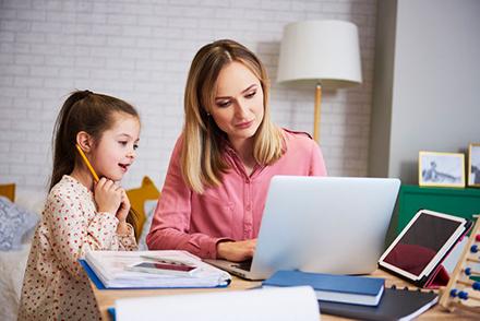 Zwei Drittel der Deutschen finden, dass die neuen digitalen Möglichkeiten mit Homeoffice und Homeschooling in den letzten Monaten zu ungleichen Chancen geführt haben.