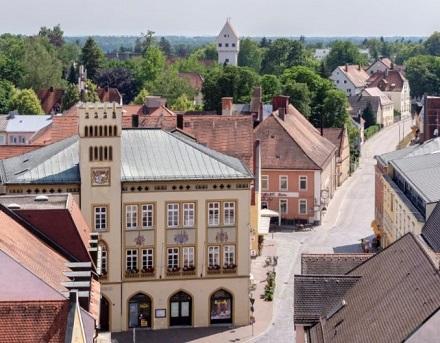 Moosburg wurde dank der langen Tradition nachhaltiger Stromerzeugung AEE-Energiekommune des Monats.