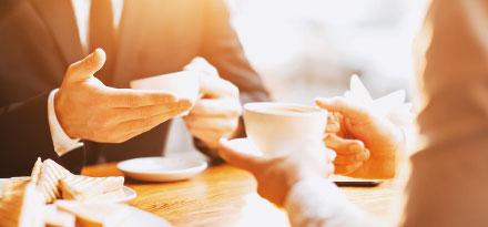 Beim Kaffeeplausch wird oft wichtiges Wissen weitergegeben.